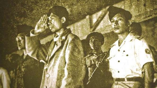 Panglima Besar Jenderal Soedirman (kiri).