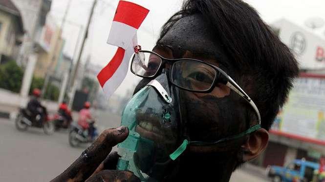 Ilustrasi/Aksi massa protes bencana kabut asap di Riau yang diduga melibatkan sejumlah korporasi sebagai penyebab kebakaran hutan dan lahan