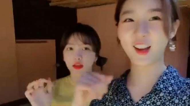 Yeri Red Velvet dan Kim Sae Ron di Bali