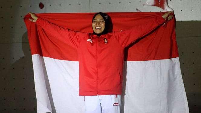 Aries Susanti saat merebut Emas Panjat Tebing Asian Games 2018.