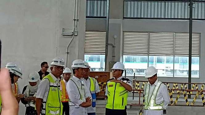 Presiden Jokowi dan Gubernur DKI Anies Baswedan meninjau MRT