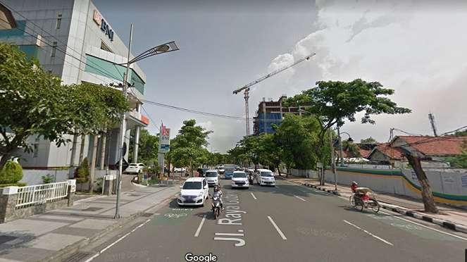 Jalan Raya Gubeng Surabaya Jawa Timur sebelum ambles