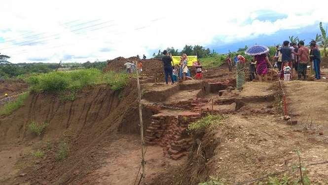 Eskavasi Situs Sekaran di kilometer 37 seksi lima proyek jalan Tol Malang-Pandaan di Desa Sekarpuro, Kabupaten Malang, Jawa Timur, pada Senin, 18 Maret 2019.