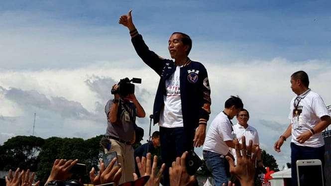 Calon presiden Joko Widodo menghadiri pertempuan Alumni Jogja Satukan Indonesia di Stadion Kridosono, Kotabaru, Kota Yogyakarta, Sabtu 23 Februari 2019.