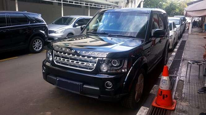 Land Rover Discovery antipeluru di kantor VIVA