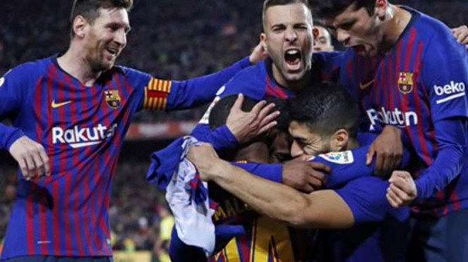 Pemain Barcelona rayakan gol.