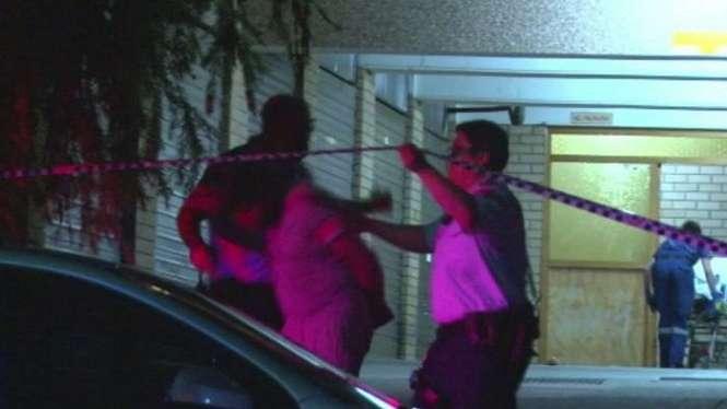 Polisi menangkap seorang pria di pinggiran Kota Sydney karena menikam istrinya hingga mati akibat dugaan perselingkungan.