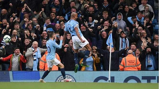 Selebrasi Vincent Kompany cetak gol kemenangan ManCity