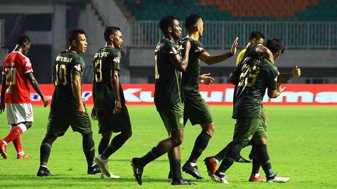 Iliustrasi pemain Tira Persikabo merayakan gol.