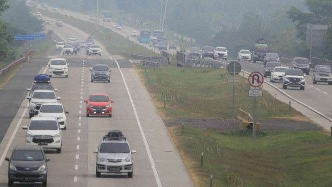 Sejumlah kendaraan pemudik melintas di tol Cipali, Palimanan, Cirebon, Jabar/Ilustrasi.