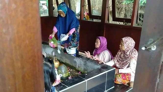 Tradisi Lebaran Topat di Lombok, Nusa Tenggara Barat.