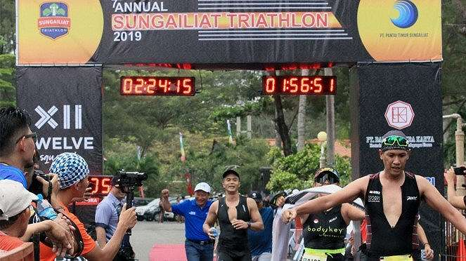 Anindya N Bakrie Ikuti Sungailiat Triathlon 2019