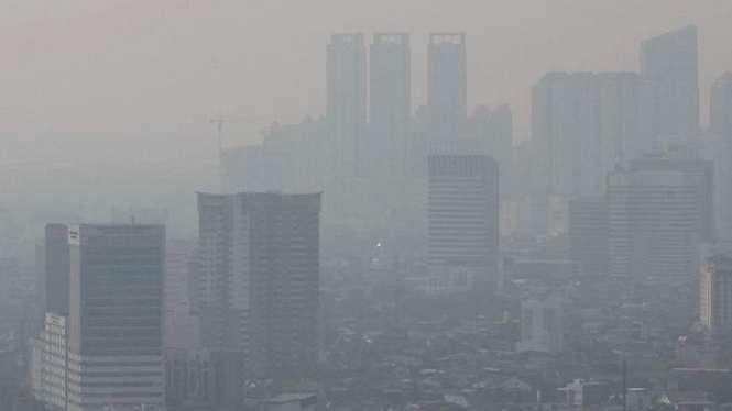 Posisi Jakarta sempat beberapa kali berada di peringkat teratas kota dengan polusi udara terburuk di dunia.