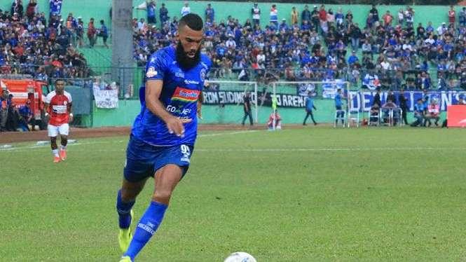 Penyerang Arema FC, Sylvano Comvalius.