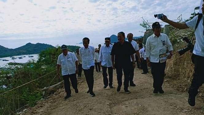 Presiden Joko Widodo saat meninjau Puncak Waringin, Labuan Bajo, Nusa Tenggara Timur, Rabu, 10 Juli 2019.