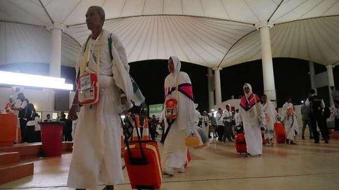 Jemaah haji Kloter 18 Embarkasi Makassar (UPG) mendarat di Bandara Jeddah