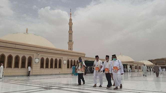 Padati Makam Rasulullah, Jemaah Haji Salat Arbain di Masjid Nabawi