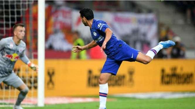 Aksi striker Chelsea, Pedro Rodriguez, cetak gol ke gawang Red Bull