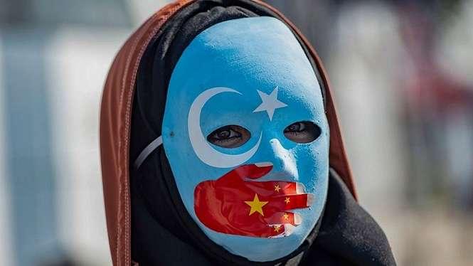 Kelompok hak asasi manusia mengatakan hampir satu juta warga Uighur dan kelompok Muslim lainnya ditahan di pusat-pusat detensi di Xinjiang. - AFP/Getty