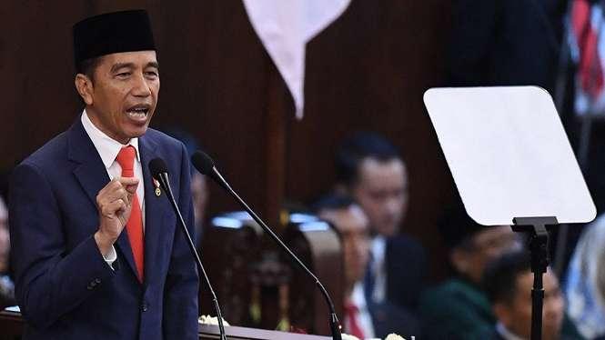 Presiden Joko Widodo berpidato usai dilantik menjadi presiden periode 2019-2024 di Gedung Nusantara, kompleks Parlemen, Senayan, Jakarta, Minggu (20/10). - Antara/AKBAR NUGROHO GUMAY