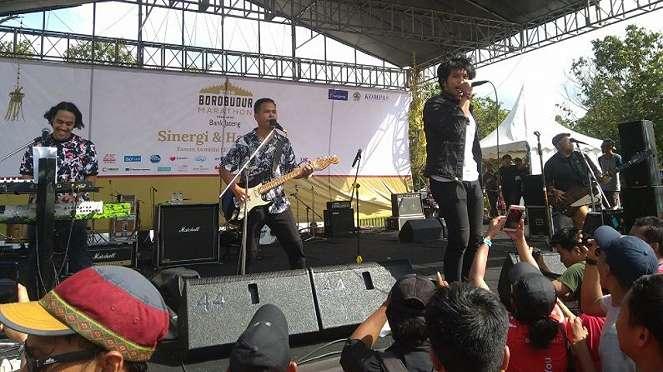 Penampilan band Nidji di panggung utama Borobudur Marathon 2019.