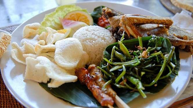 Meski cita rasa kuliner Singapura tidak terlalu jauh dengan Indonesia