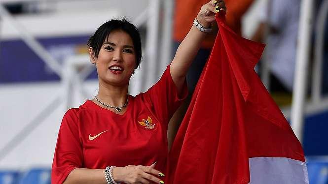 Maria Ozawa Menonton Pertandingan Timnas Indonesia