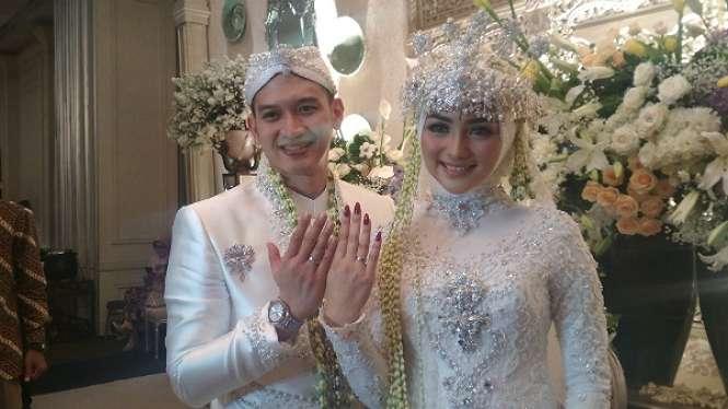 Rezky Aditya dan Citra Kirana resmi jadi suami istri