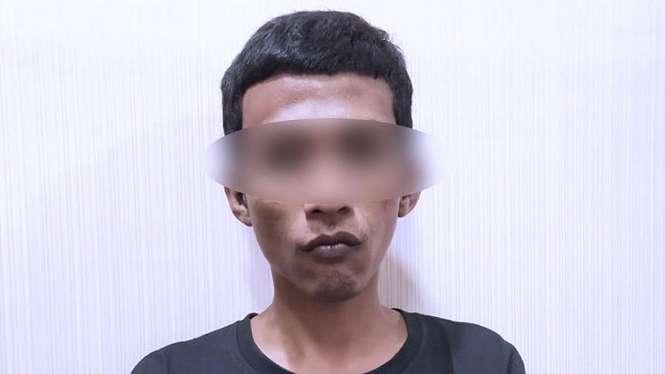 Tersangka begal payudara SS usai diringkus oleh Unit PPA Polrestabes Surabaya, Jumat (3/1/2020). (Foto: Istimewa)