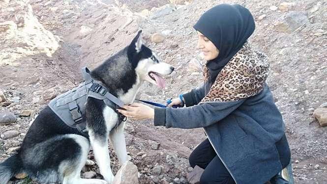 Sahba Barakzai menyayangi hewan peliharaannya, seekor anjing husky Siberian berumur tujuh bulan yang diberi nama Aseman. - Sahba Barakzai