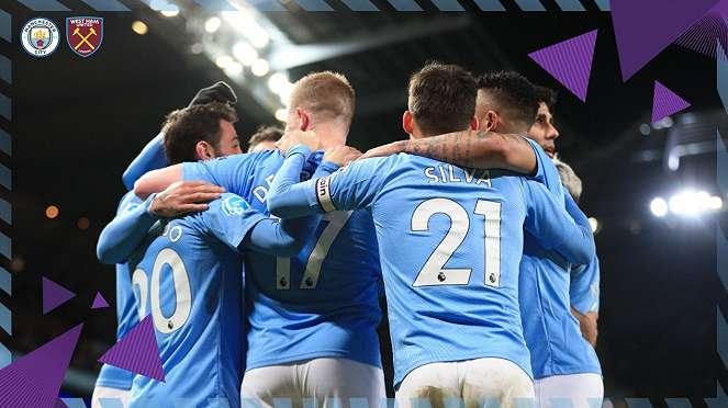 Manchester City merayakan gol