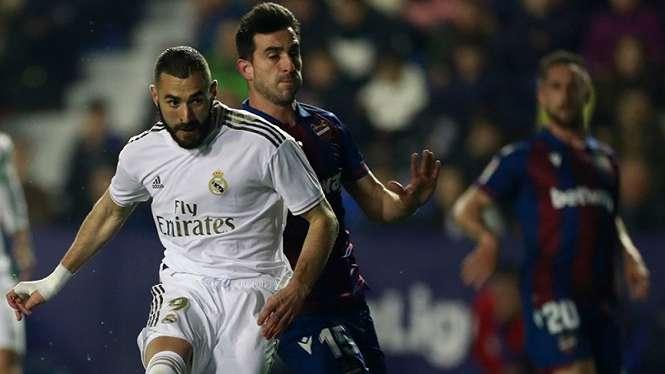 Striker Real Madrid, Karim Benzema saat melawan Levante