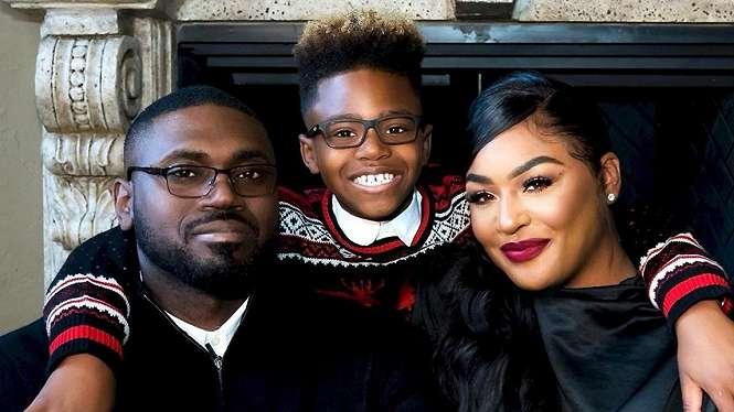 Mantan pemain Detroit Pistons, Jason Maxiell bersama istri dan anaknya