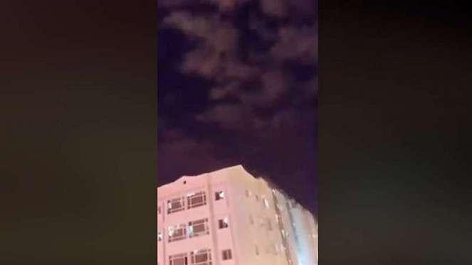 Penampakan langit bagai runtuh di Kuwait.