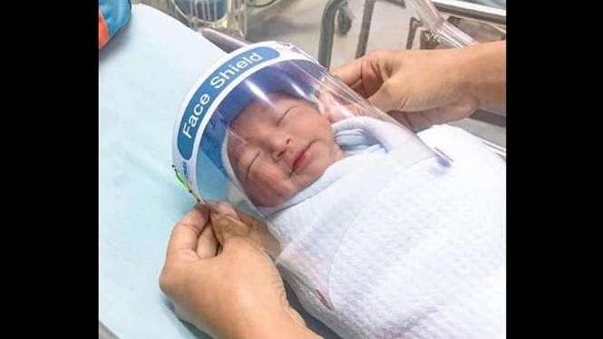 Pelindung wajah bayi dari corona