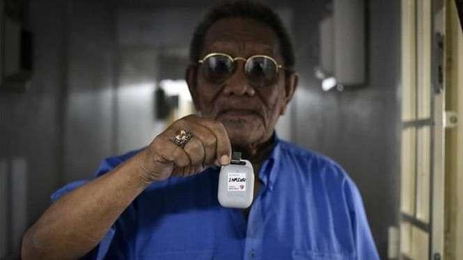 Alat ini ditujukan bagi warga Singapura yang tidak memiliki atau memilih tidak menggunakan telepon genggam.-SILVER GENERATION OFFICE (SGO)