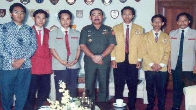 VIVA Militer: Jenderal TNI Feisal Tanjung saat menjabat sebagai Panglima ABRI