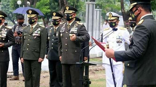 VIVA Militer: Suasana pemakaman Letjen Hadi Waluyo.