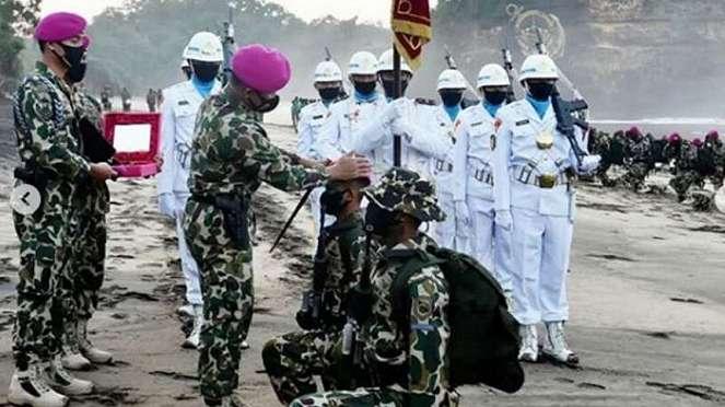 VIVA Militer : Penyematan Baret Ungu untuk prajurit Marinir