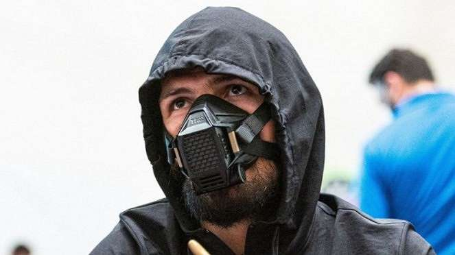Penampilan Khabib Nurmagomedov yang mirip musuh Batman, Bane