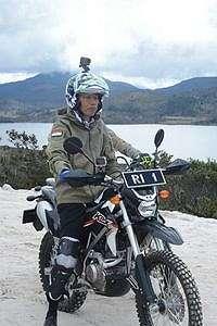 Viral, Jaket Jokowi saat Naik Motor Trail di Papua