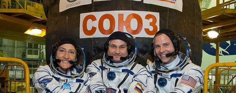 Astronot Wanita Ini Potret Penampakan Siang dan Malam Bumi dari ISS