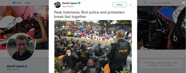 Potret Polisi dan Demonstran Aksi 22 Mei Buka Puasa Bersama Ini Bikin Adem