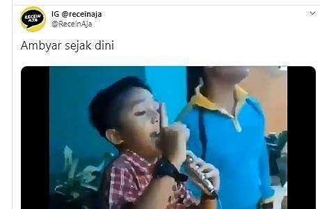 Anak SD Ini Asyik Nyanyi Lagu Pamer Bojo, Netizen: Ambyar Sejak Dini