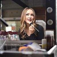 Tips Makeup dan Diet ala Cathy Sharon agar Kulit Berkilau Alami