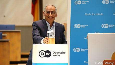 DW Freedom of Speech Award: Sadegh Zibakalam Jadi Harapan bagi Demokrasi di Iran