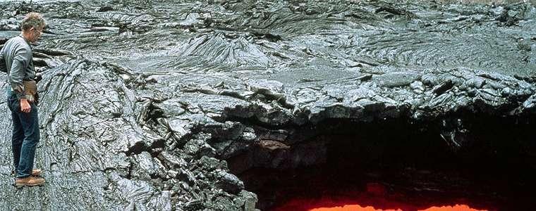 Jatuh ke lubang lava di kebunnya, seorang pria AS tewas