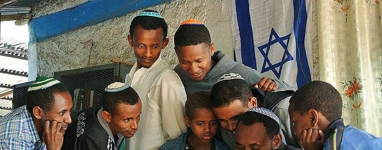 Ratusan Yahudi Ethiophia tiba di Israel, rombongan pertama dari ribuan yang terombang-ambing bertahun-tahun