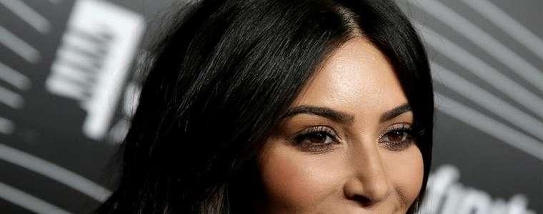 Jual Barang Beracun di Medsos, Keluarga Kardashian Dikecam