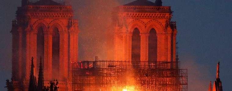 Katedral Notre-Dame di Paris terbakar, warga: 'Saatnya sekarang untuk berdoa'